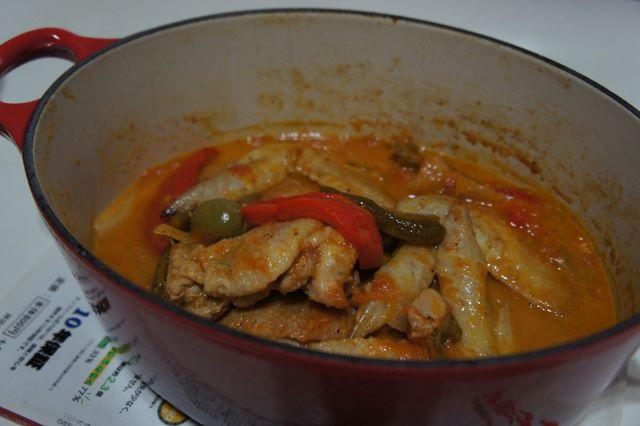 鶏肉のバスク風煮込み