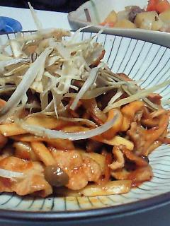 夕食(肉じゃが、ゴボウのコチュジャン炒め)